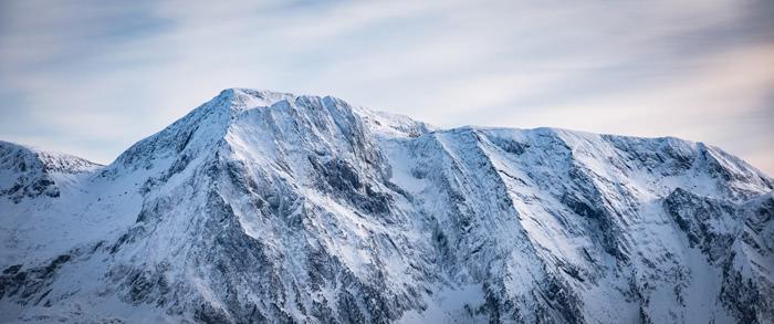 """J'adore les textures sur cette photo. La lumière est douce mais la montagne """"brisée""""."""